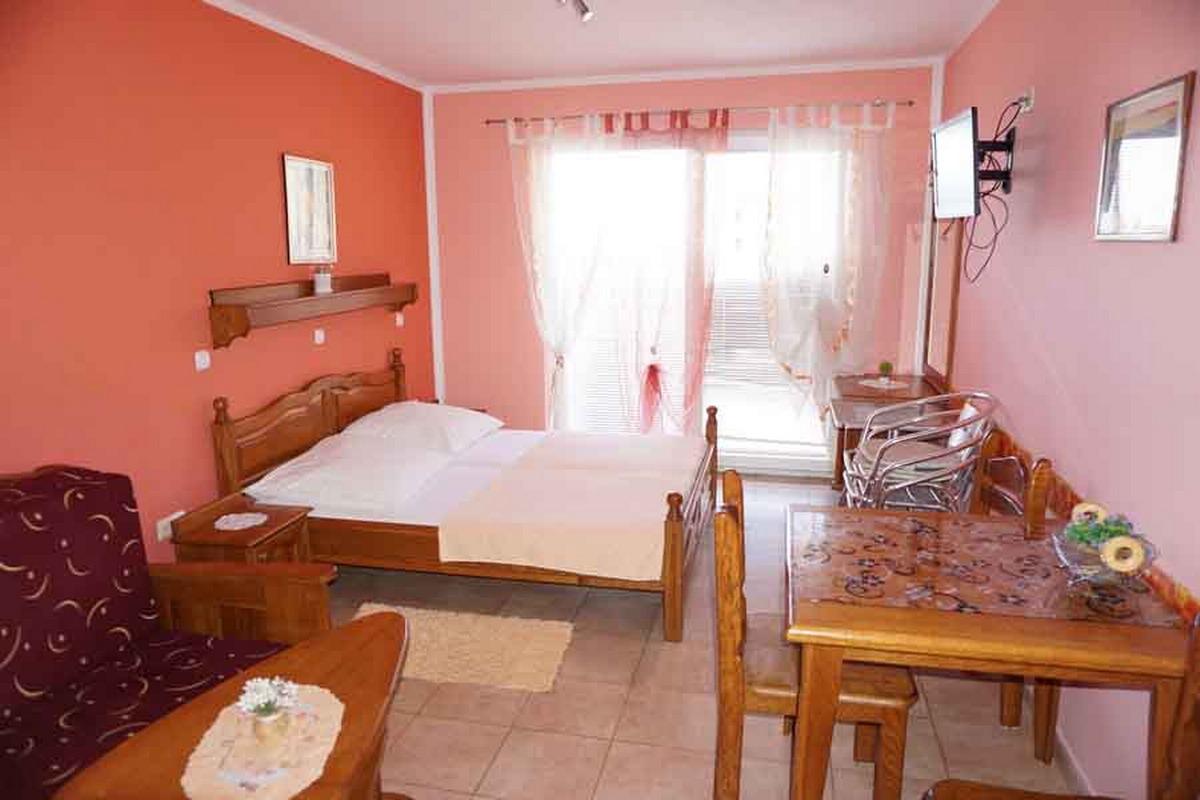 Отель Alexandra T Apts, Рафаиловичи, Черногория - цены на туры в отель Apts на 2017 год. Отзывы, видео, фото отеля