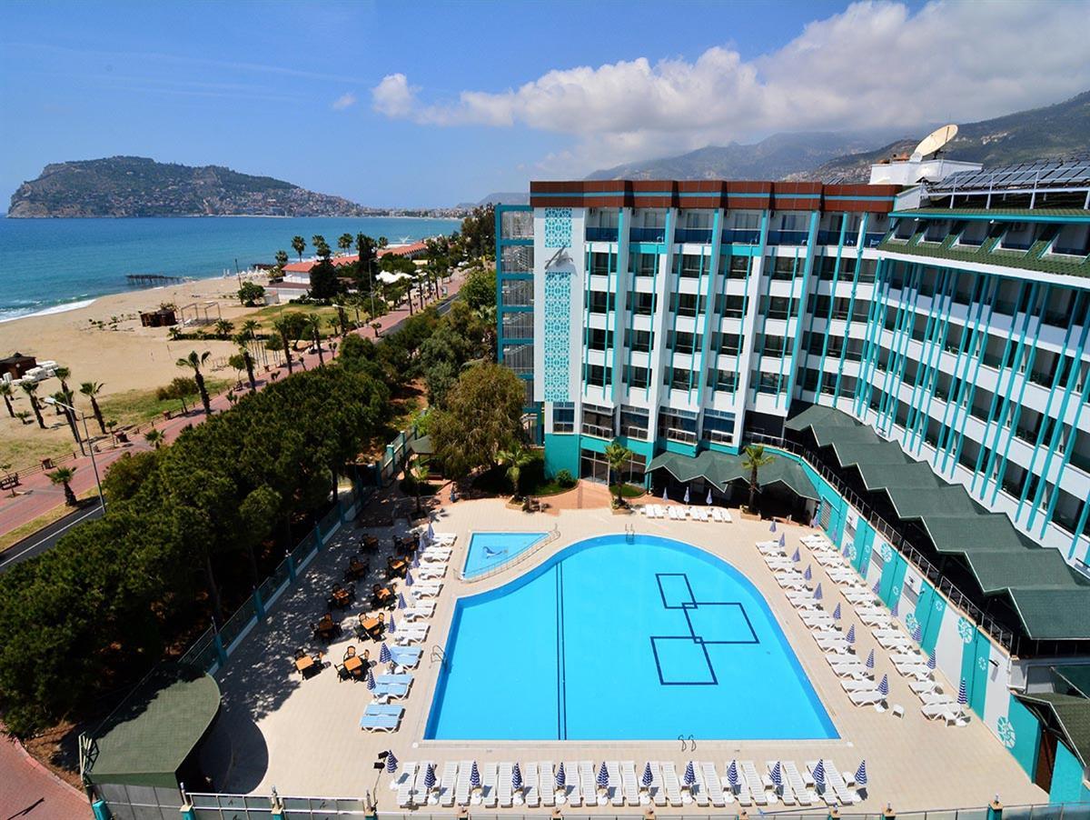 Сколько зарабатывает менеджер в отеле в турции