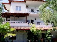 Villa Eleni, Villas