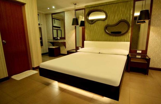 фотографии отеля Victoria Court Gil Puyat изображение №3