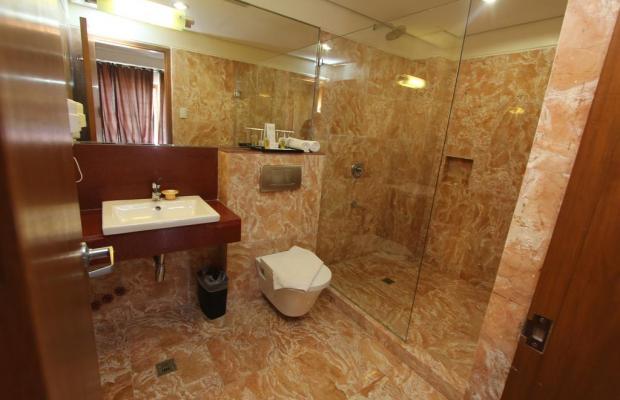 фотографии отеля Crown Regency Beach Resort изображение №15